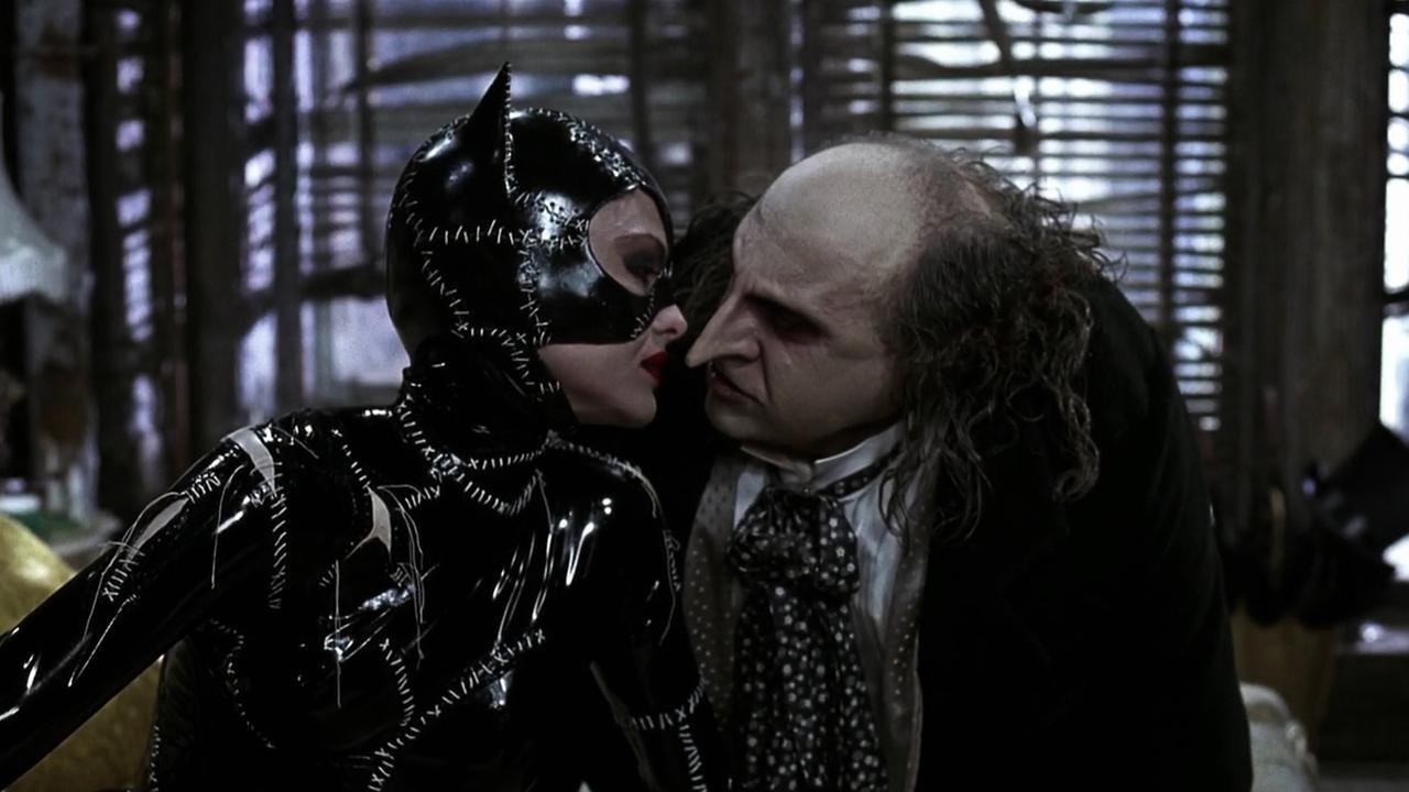 batman-returns-catwoman-penguin.jpg (85.36 Kb)